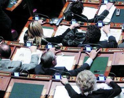 Pianisti in parlamento no grazie blog di marco clini for Votazioni in parlamento