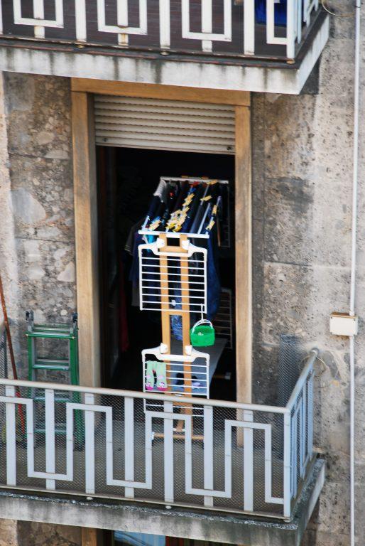 balcone con stendino